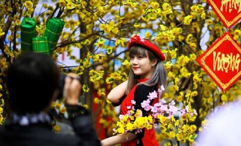 Chụp ảnh tết tại đường sách Nguyễn Văn Bình