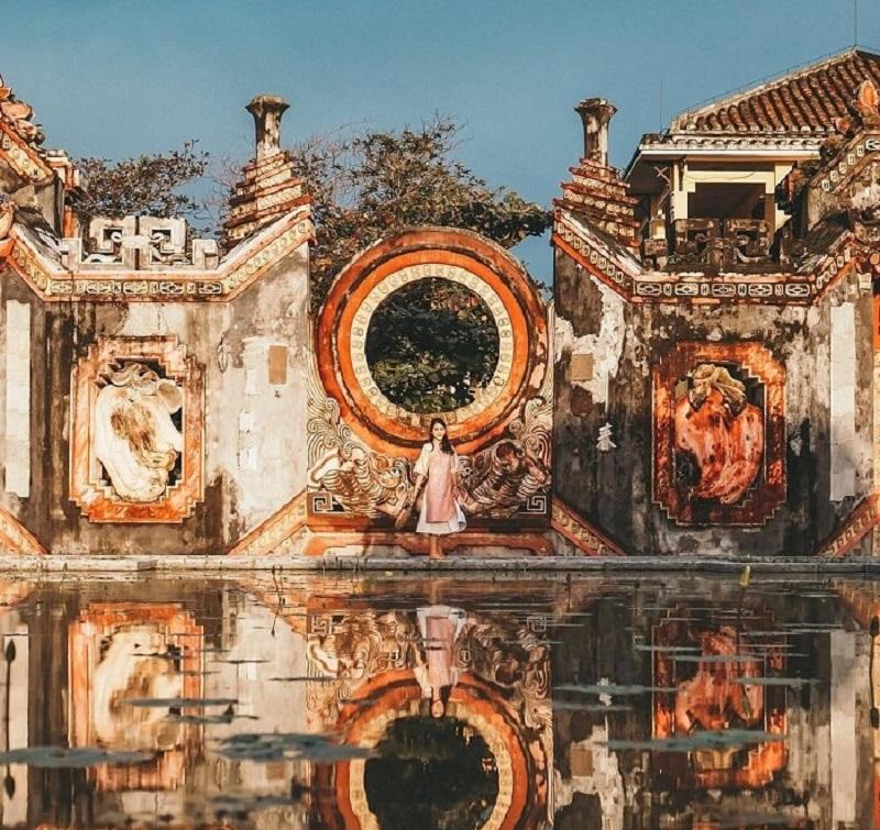 Cổng chùa bà Mụ mang lại nét kiến trúc cổ kính độc đáo