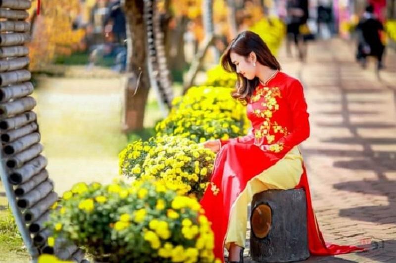Đường hoa Nguyễn Huệ - Địa điểm chụp ảnh tết ở TPHCM được nhiều người yêu thích