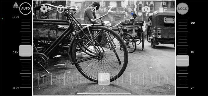 Ảnh chụp màn hình ứng dụng đen trắng camera1 cảnh đường phố Ấn Độ