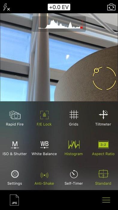 Ảnh chụp màn hình của ứng dụng máy ảnh chuyên nghiệp dành cho iPhone