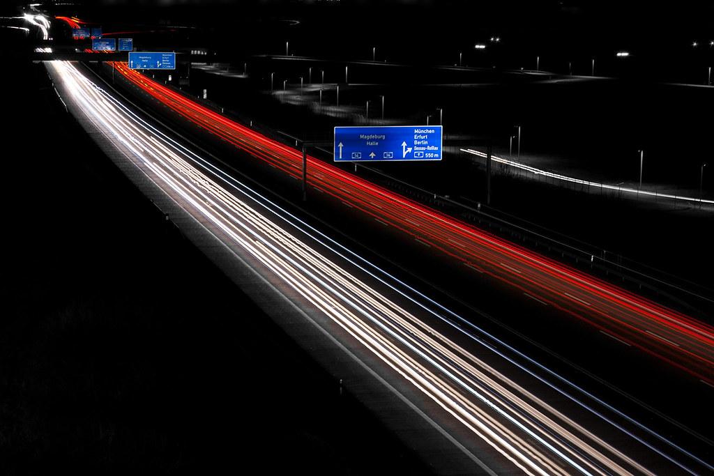 Ảnh phơi sáng đèn giao thông vào ban đêm