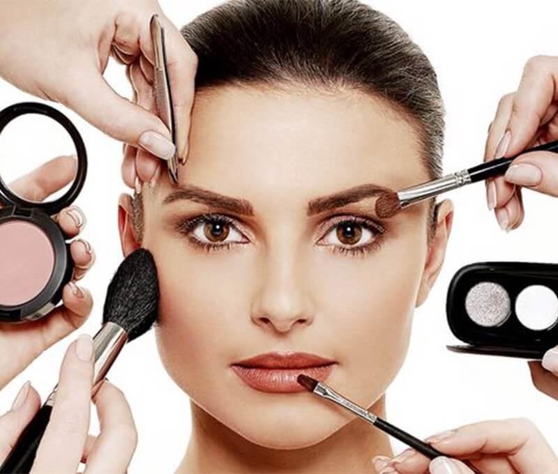 """""""Phù thủy makeup"""" khiến buổi chụp hình lookbook của bạn biến hóa đa dạng hơn"""
